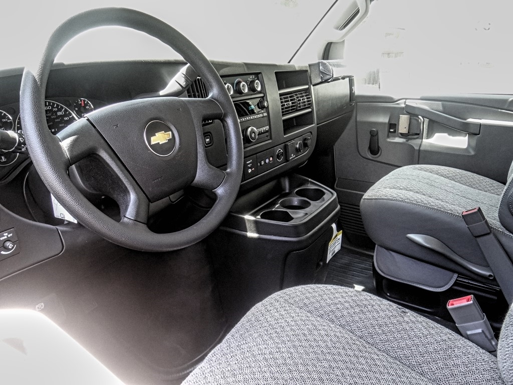 2020 Express 3500 4x2, Morgan Parcel Aluminum Cutaway Van #C160116 - photo 3