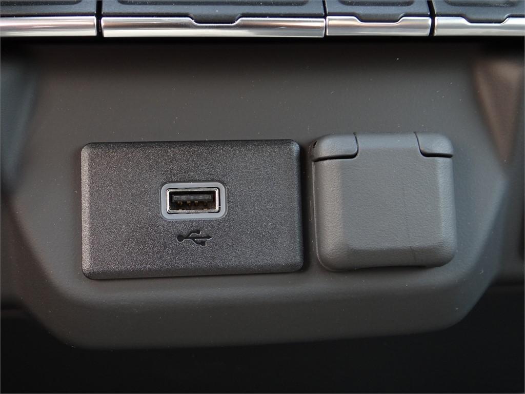 2020 Chevrolet Silverado 2500 Double Cab 4x2, Royal Service Body #C160342 - photo 9