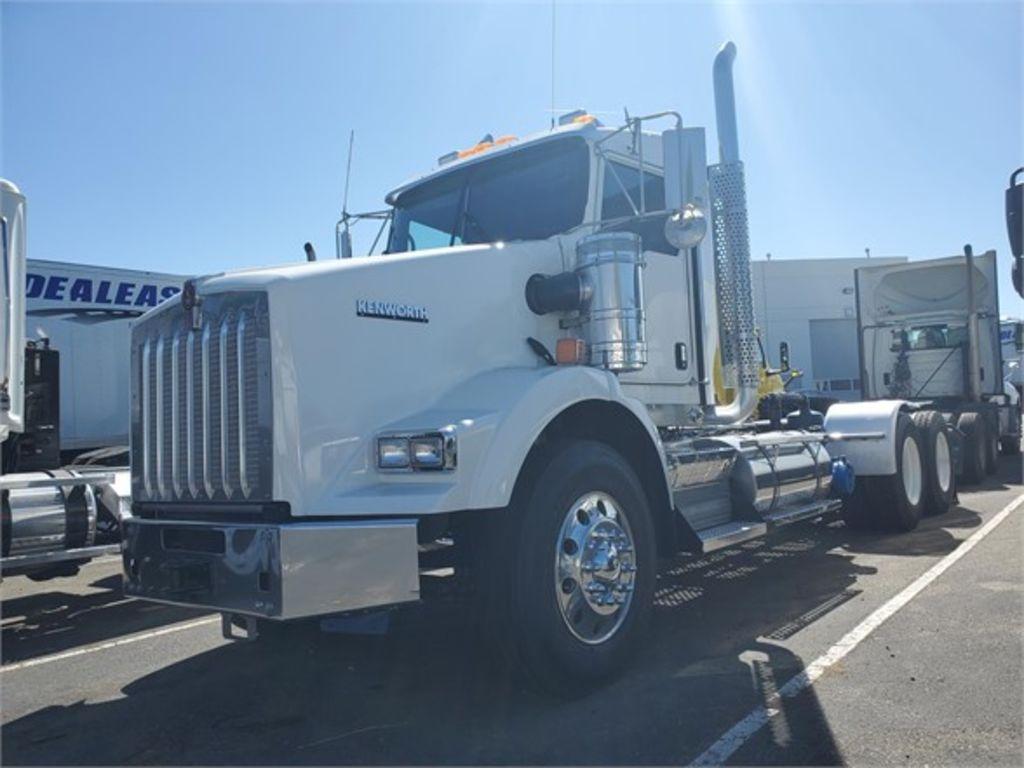 2015 Kenworth Truck 6x4, Tractor #172103 - photo 1