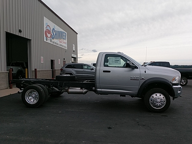 2017 Ram 5500 Regular Cab DRW 4x4,  Cab Chassis #HG710986 - photo 5