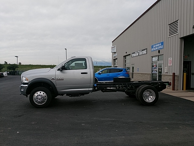 2017 Ram 5500 Regular Cab DRW 4x4,  Cab Chassis #HG710986 - photo 8
