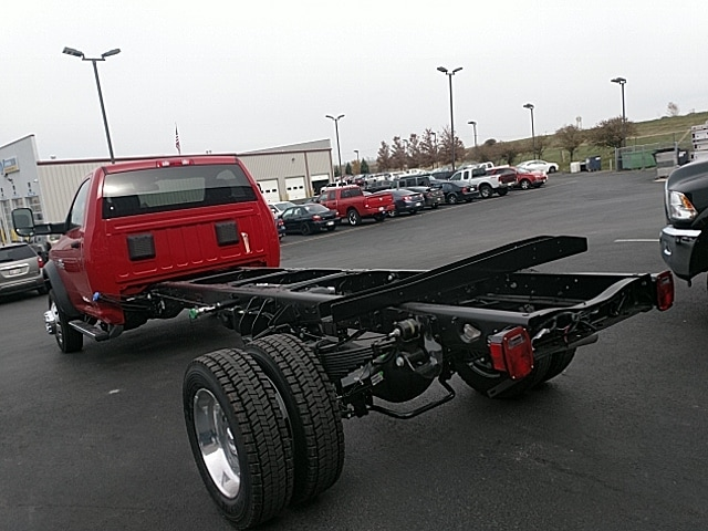 2018 Ram 5500 Regular Cab DRW 4x4,  Cab Chassis #JG371735 - photo 2