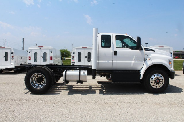 2018 F-750 Super Cab DRW 4x2,  Cab Chassis #CF8109 - photo 3