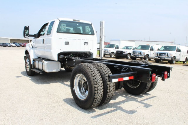 2018 F-750 Super Cab DRW 4x2,  Cab Chassis #CF8109 - photo 2