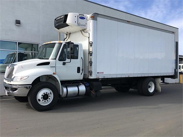 2018 International DuraStar 4400 4x2, Refrigerated Body #U4742 - photo 1