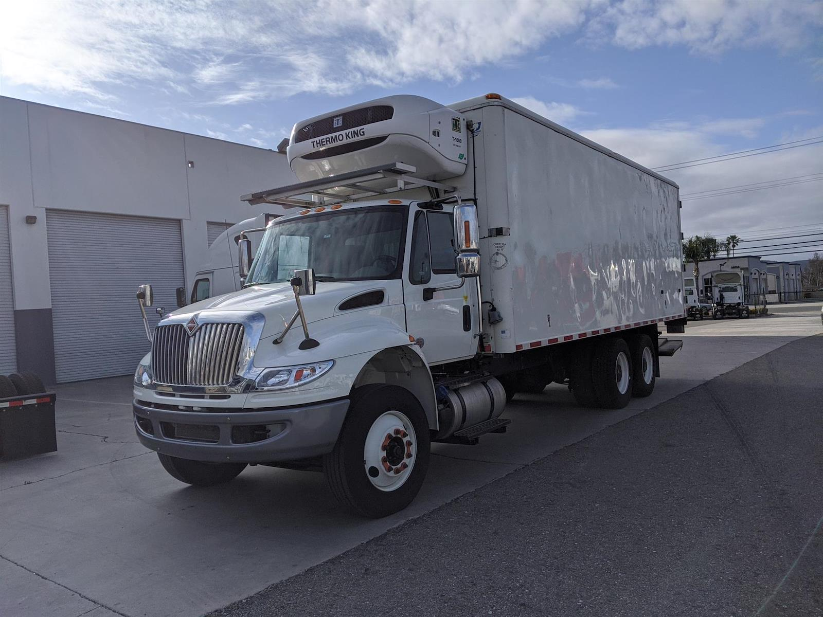 2018 International DuraStar 4400 6x4, Refrigerated Body #JH529765 - photo 1