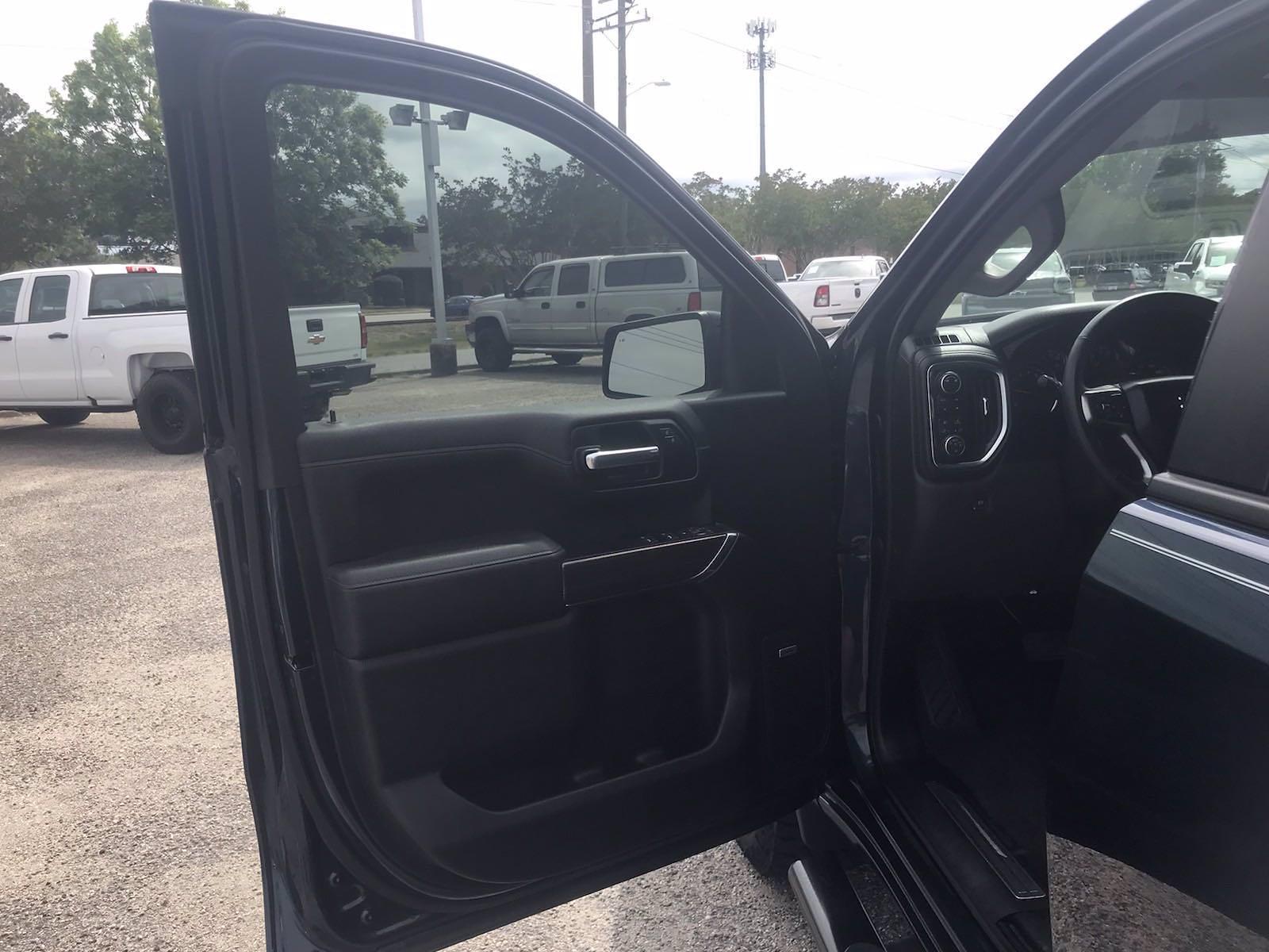 2019 Chevrolet Silverado 1500 Crew Cab 4x4, Pickup #16609P - photo 19