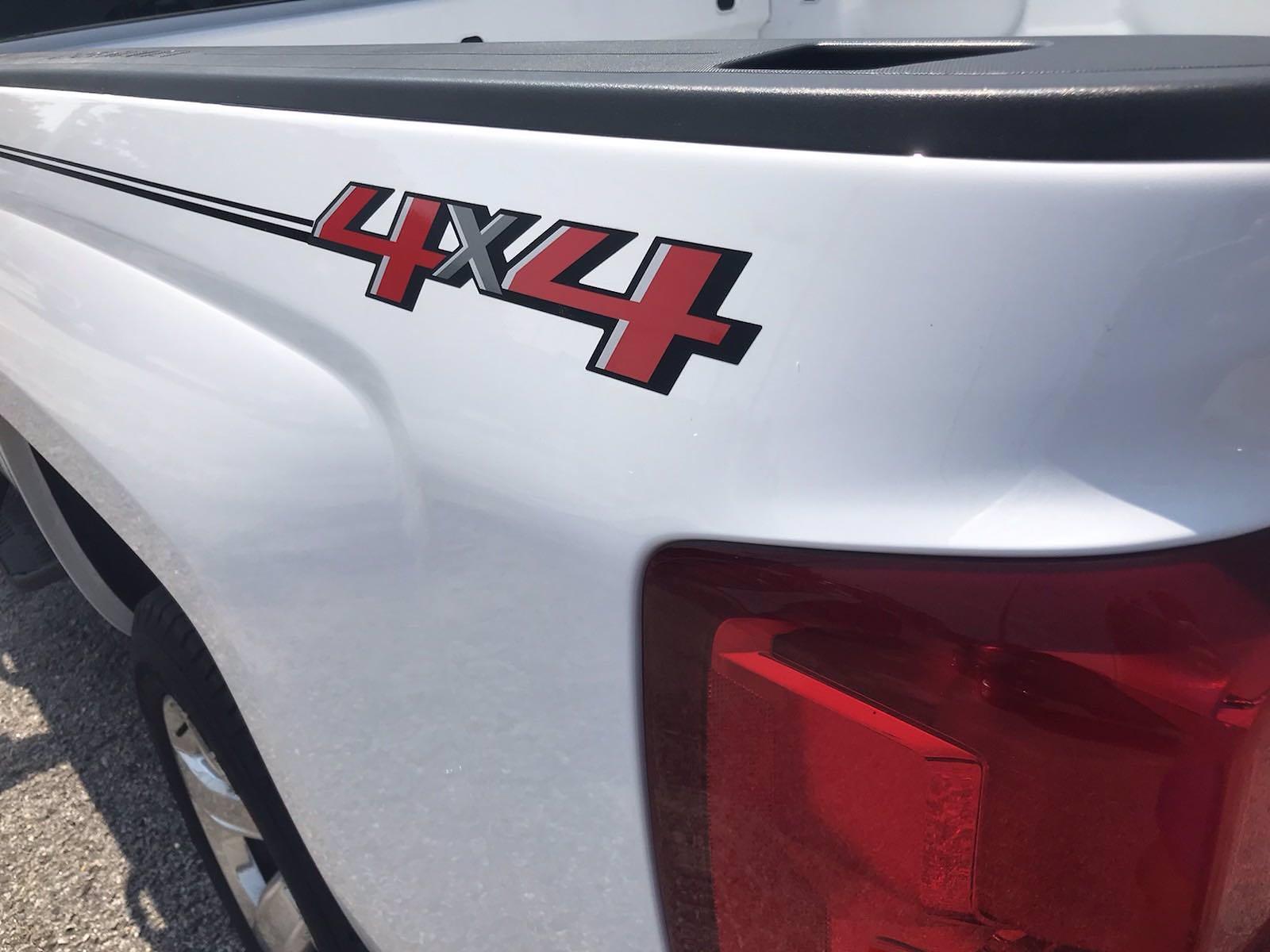 2018 Chevrolet Silverado 1500 Crew Cab 4x4, Pickup #16636P - photo 16