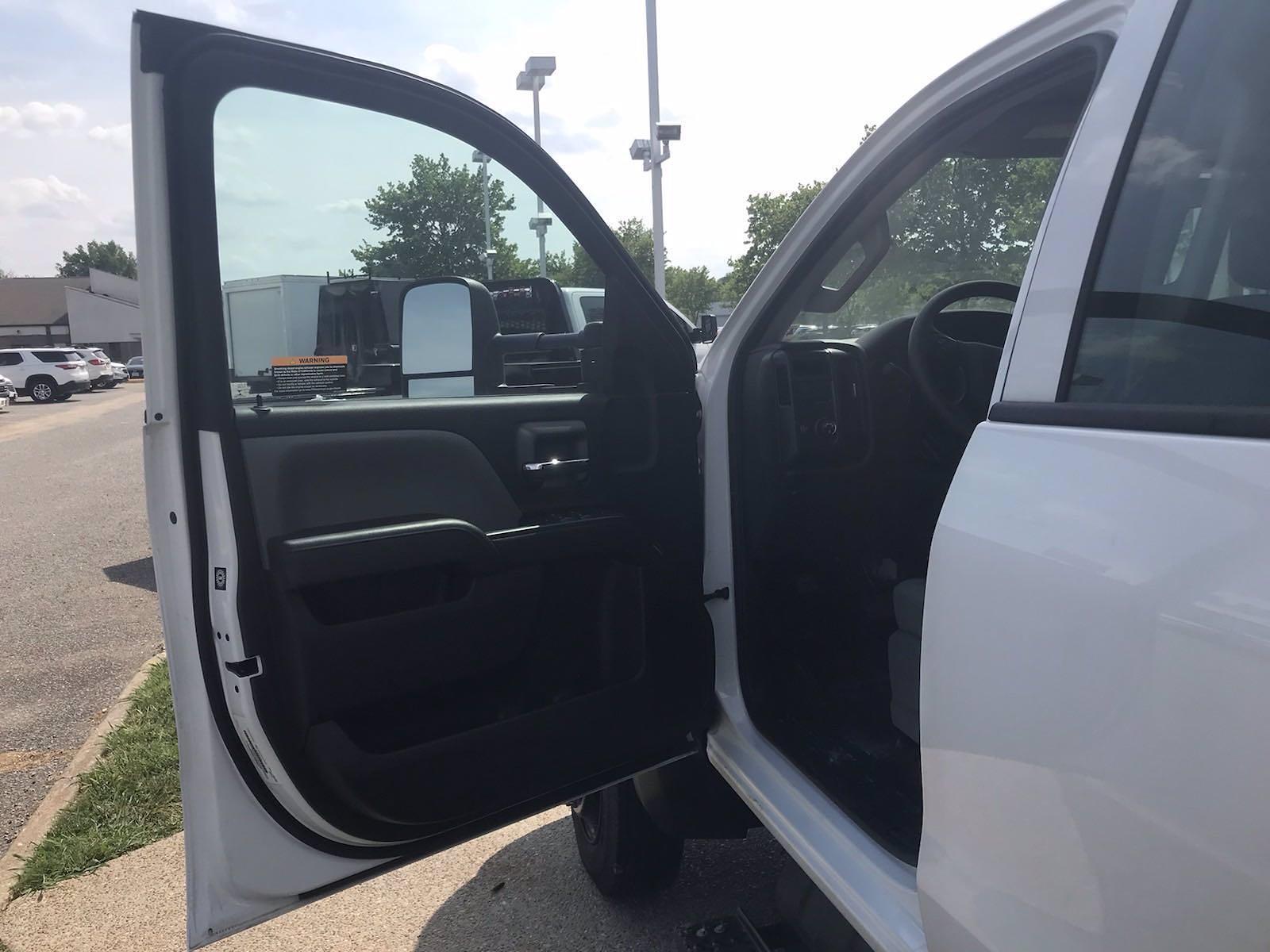 2020 Chevrolet Silverado 5500 Crew Cab DRW 4x2, J&B Truck Body Cutaway Van #CN06861 - photo 25