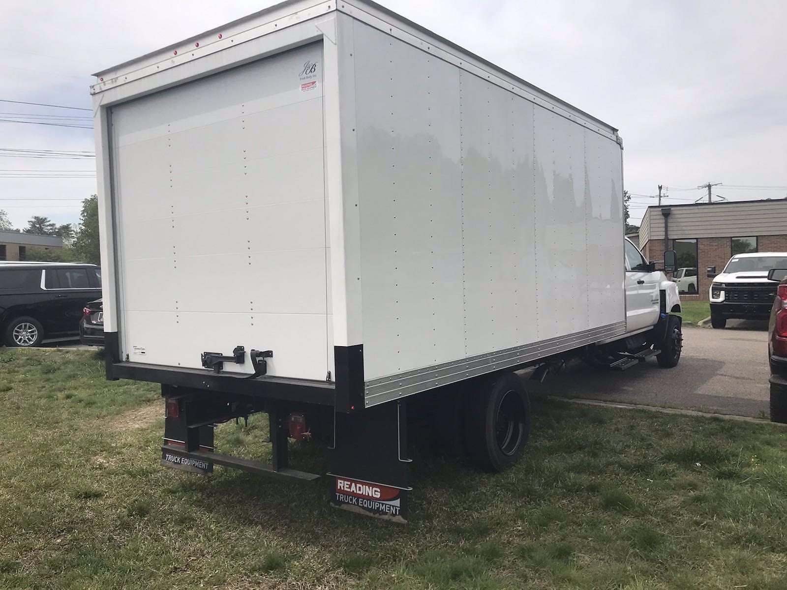 2020 Chevrolet Silverado 5500 Crew Cab DRW 4x2, J&B Truck Body Cutaway Van #CN06864 - photo 1