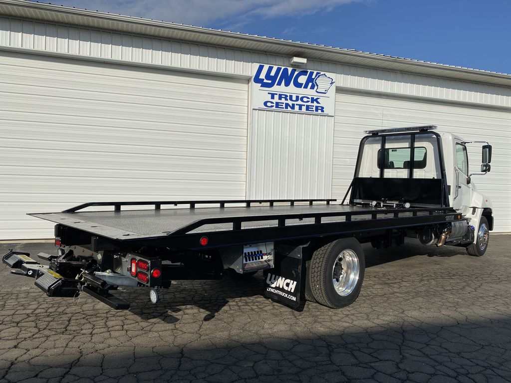 2020 Hino Truck Single Cab, Miller Industries Rollback Body #22746W - photo 1