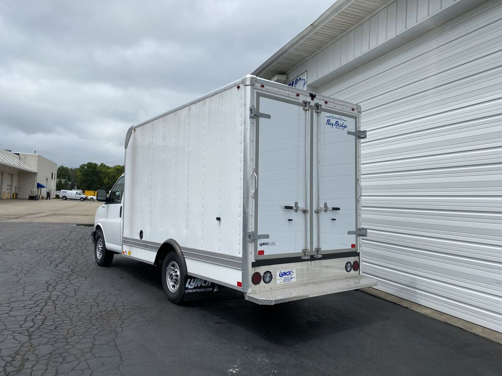 2020 GMC Savana 3500 RWD, Bay Bridge Sheet and Post Cutaway Van #22926T - photo 2