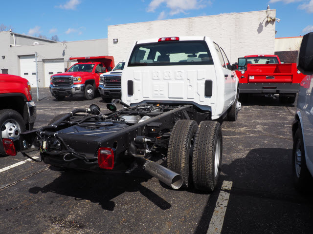 2018 Sierra 3500 Crew Cab 4x4,  Cab Chassis #G180970 - photo 3