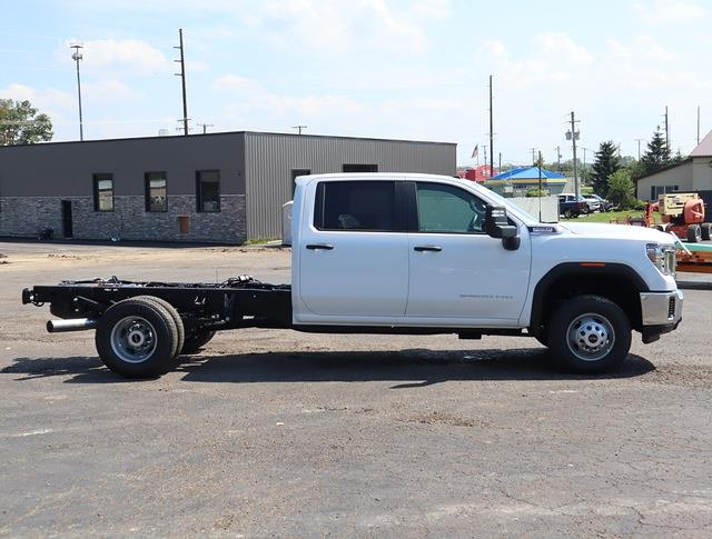 2022 Sierra 3500 Crew Cab 4x4,  Cab Chassis #G220047 - photo 3