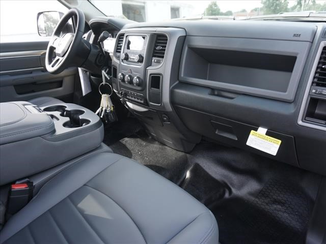 2018 Ram 3500 Regular Cab DRW 4x2,  Cab Chassis #JG300300 - photo 4
