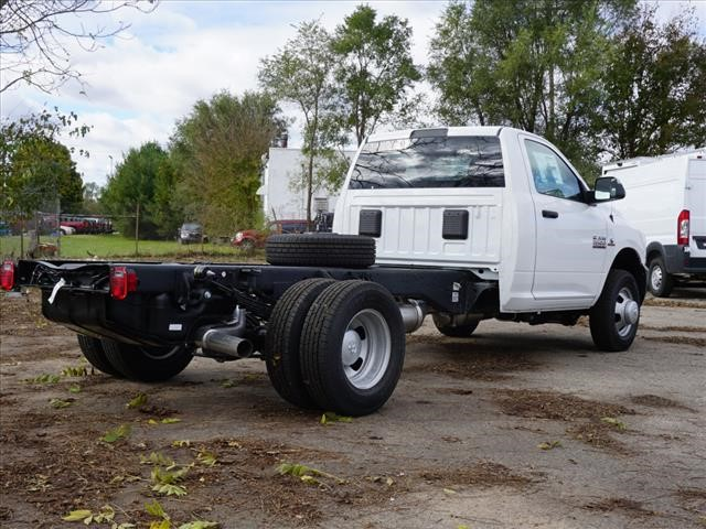 2018 Ram 3500 Regular Cab DRW 4x2,  Cab Chassis #JG319980 - photo 2
