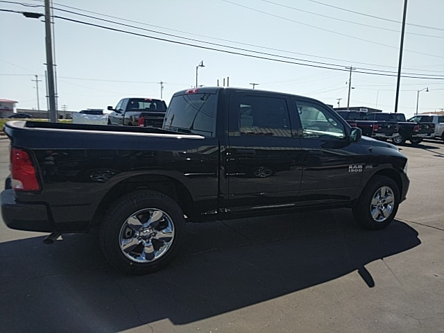 2018 Ram 1500 Crew Cab 4x4,  Pickup #265427 - photo 5