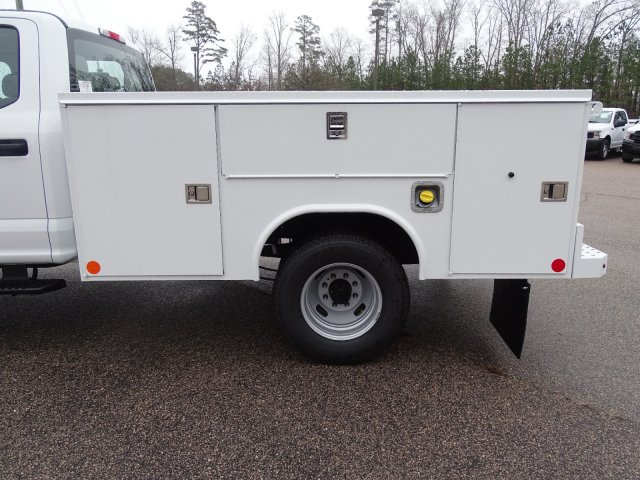 2019 F-350 Crew Cab DRW 4x4,  Reading SL Service Body #T198193 - photo 35