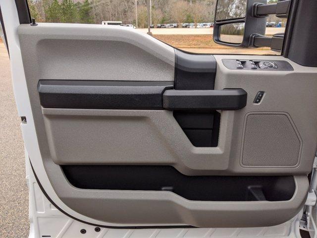 2019 Ford F-550 Crew Cab DRW 4x4, PJ's Platform Body #T198489 - photo 18