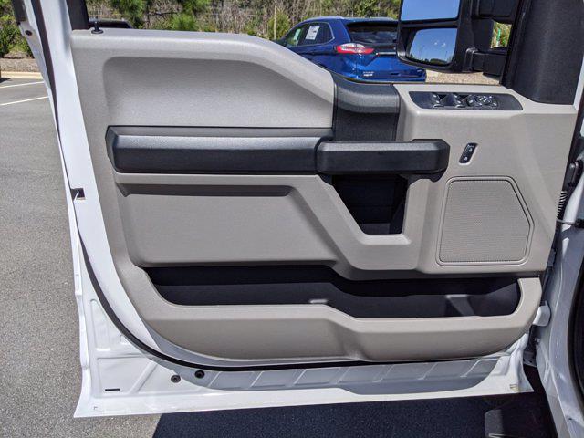 2021 Ford F-550 Crew Cab DRW 4x4, Platform Body #T218122 - photo 15