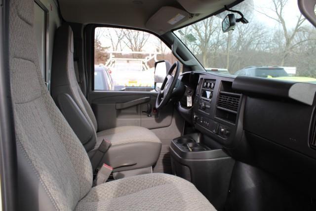 2019 Express 3500 RWD, Supreme Iner-City Cutaway Van #T11140 - photo 4