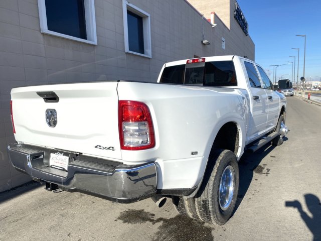 2019 Ram 3500 Crew Cab DRW 4x4, Pickup #R700753 - photo 3