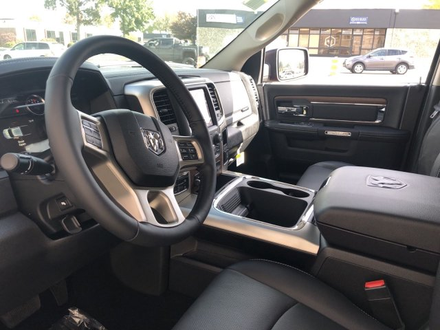 2019 Ram 1500 Crew Cab 4x4, Pickup #R710137 - photo 9