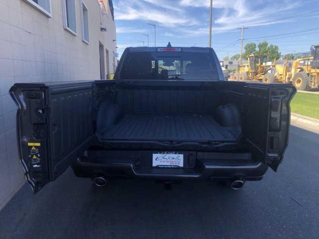2019 Ram 1500 Crew Cab 4x4, Pickup #R902972 - photo 5
