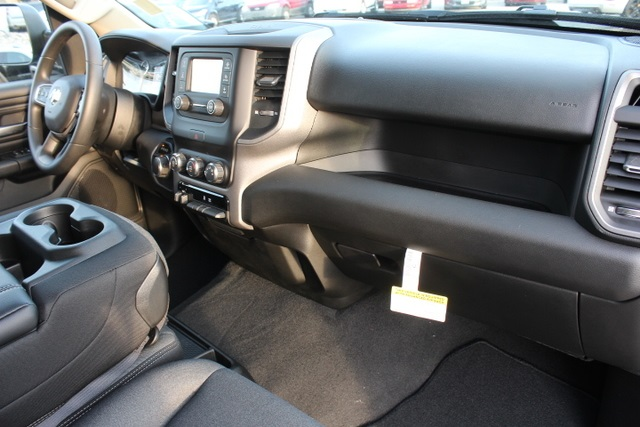2019 Ram 1500 Crew Cab 4x4,  Pickup #651268 - photo 31