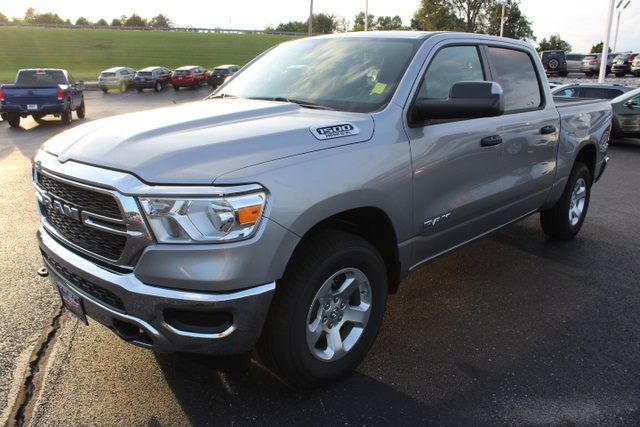 2019 Ram 1500 Crew Cab 4x4,  Pickup #651268 - photo 4