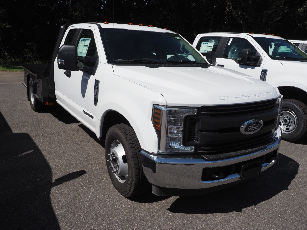 2018 F-350 Super Cab DRW 4x2,  Platform Body #18T1448 - photo 3