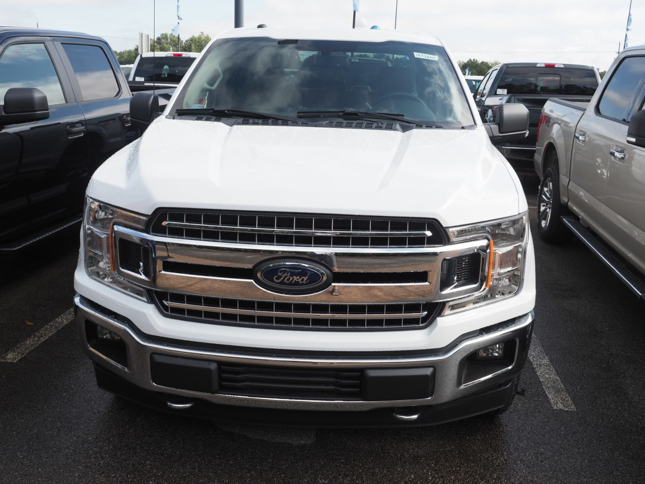 2018 F-150 Super Cab 4x4,  Pickup #18T1600 - photo 3