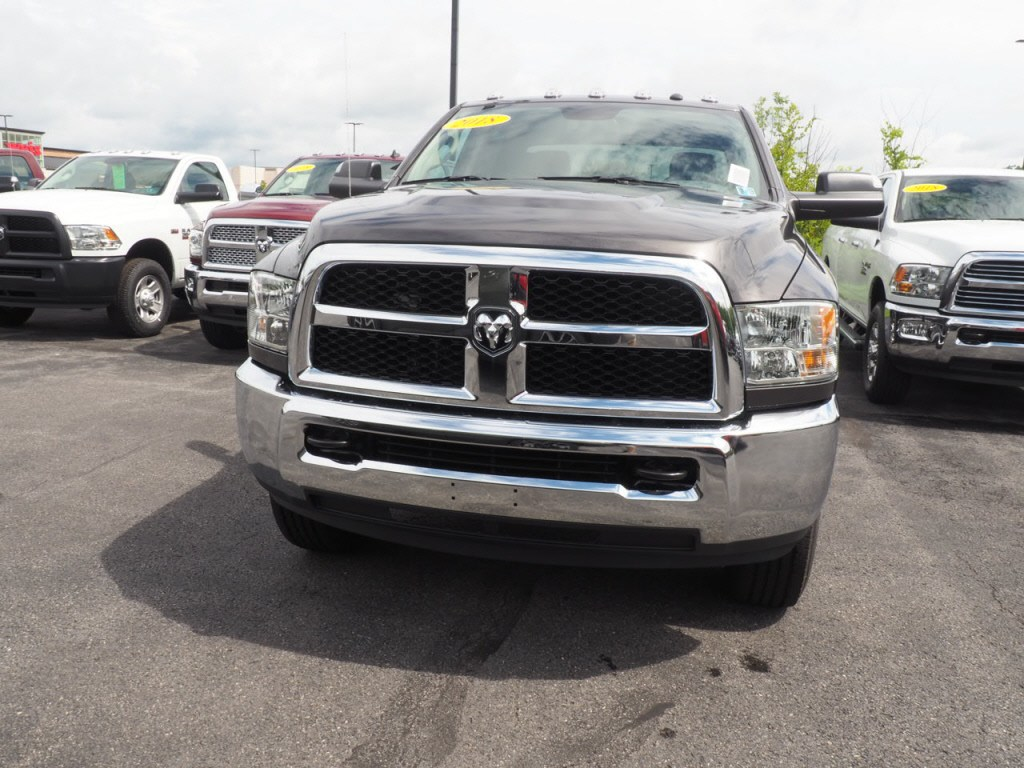 2018 Ram 3500 Crew Cab 4x4,  Pickup #JG293032 - photo 4