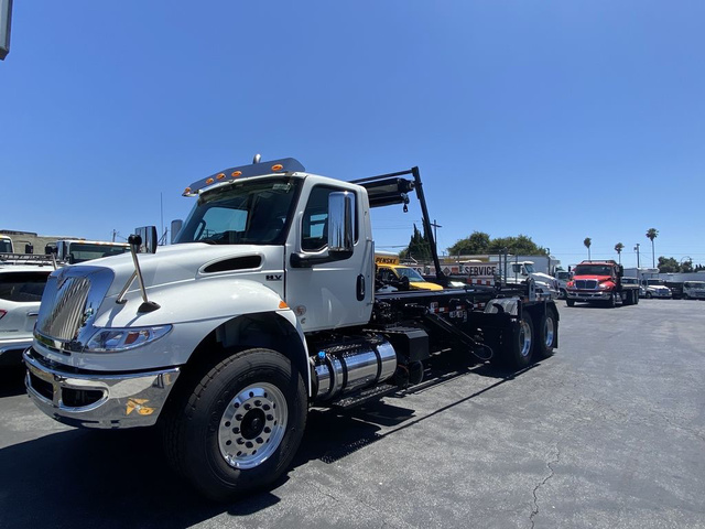 2020 International HV 6x4, Amrep Roll-Off Body #N825277 - photo 1