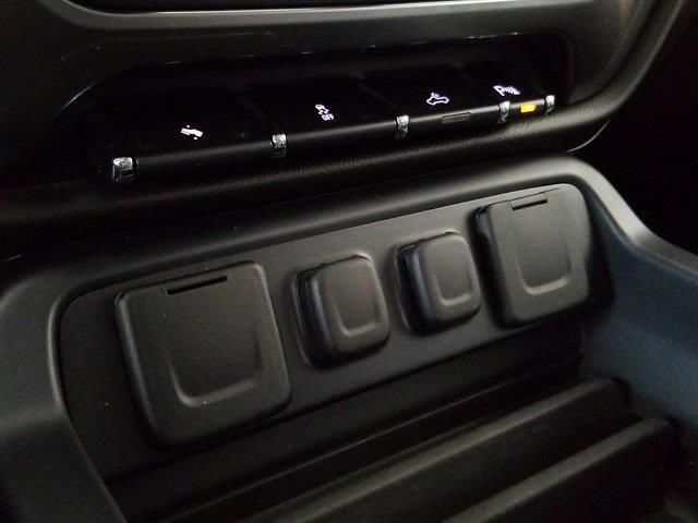 2015 Chevrolet Silverado 1500 Crew Cab 4x4, Pickup #M00846A - photo 32