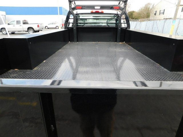 2017 Silverado 3500 Regular Cab DRW 4x2,  Reading Contractor Body #M171173 - photo 31