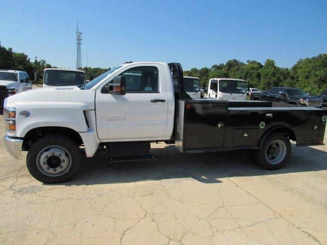 2019 Chevrolet Silverado 5500 Regular Cab DRW 4x2, CM Truck Beds TM Deluxe Platform Body #863602 - photo 4