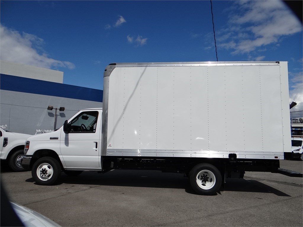 2019 Ford E-450 4x2, Supreme Iner-City Dry Freight #m93063 - photo 3