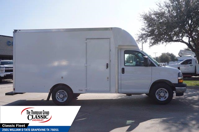 2021 Chevrolet Express 3500 4x2, Supreme Spartan Cargo Cutaway Van #M1166398 - photo 9