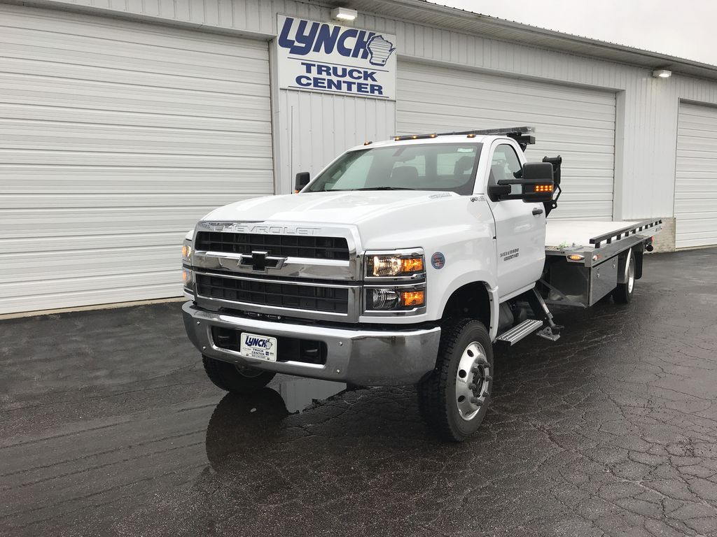 2019 Silverado Medium Duty Regular Cab DRW 4x4, Miller Industries Chevron Rollback Body #22162W - photo 12