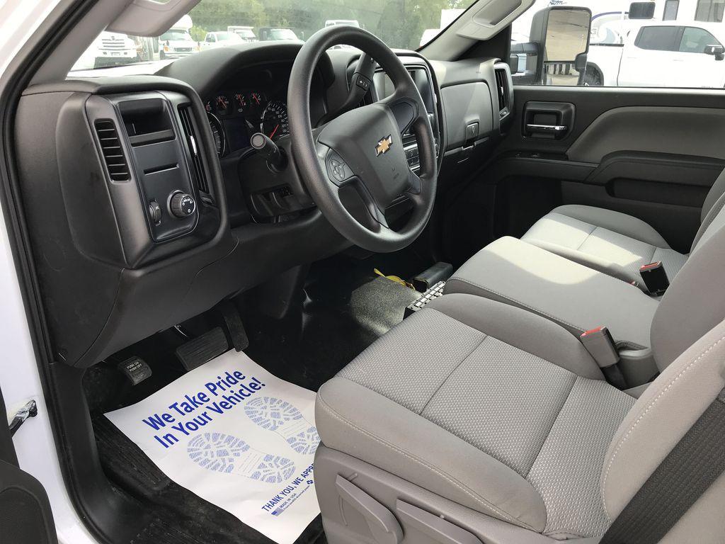 2019 Silverado Medium Duty Regular Cab DRW 4x2, Miller Industries Vulcan Rollback Body #22189W - photo 4