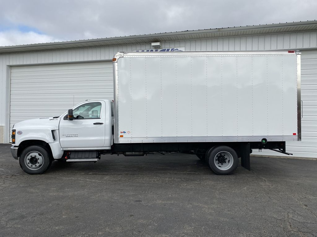 2019 Silverado Medium Duty Regular Cab DRW 4x2, U.S. Truck Body Dry Freight #22374T - photo 10