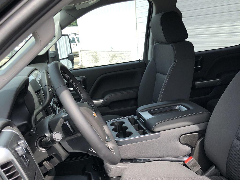 2019 Silverado Medium Duty Crew Cab DRW 4x2, Monroe Tow 'N Haul Gooseneck Platform Body #22412T - photo 13