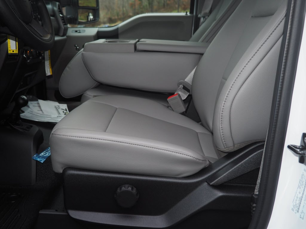 2019 F-550 Regular Cab DRW 4x4,  Cab Chassis #F19-33 - photo 5