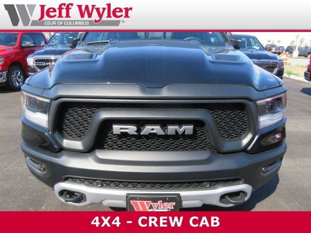 2019 Ram 1500 Crew Cab 4x4,  Pickup #5630116 - photo 3