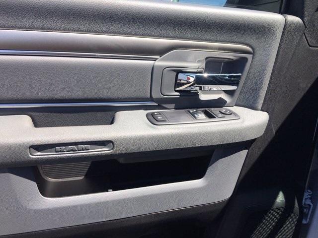 2018 Ram 5500 Regular Cab DRW 4x2, Knapheide Value-Master X Platform Body #569663 - photo 9