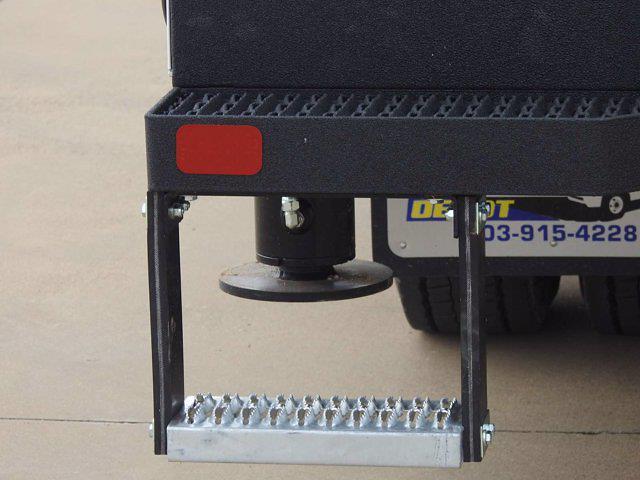 2021 Chevrolet Silverado 6500 Crew Cab DRW 4x4, Mechanics Body #614873 - photo 16