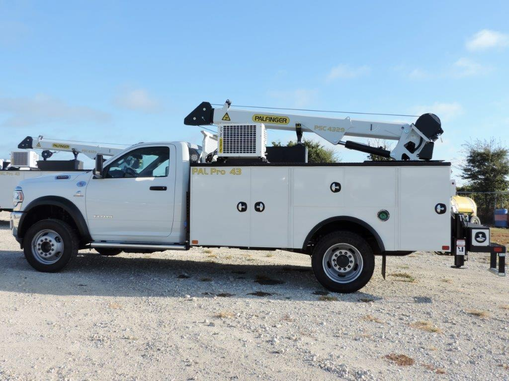 2019 Ram 5500 Regular Cab DRW 4x4,  Palfinger PAL Pro 43 Mechanics Body #535516 - photo 3