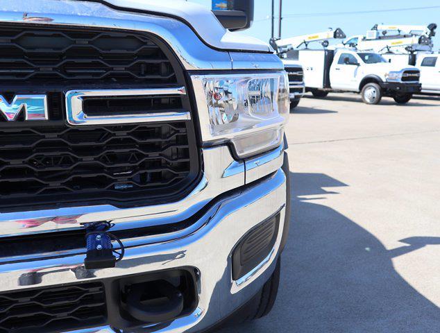 2021 Ram 5500 Regular Cab DRW 4x4,  Palfinger PAL Pro 39 Mechanics Body #613018 - photo 4