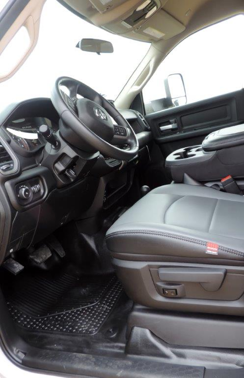 2019 Ram 3500 Crew Cab DRW 4x4,  Mechanics Body #613523 - photo 31